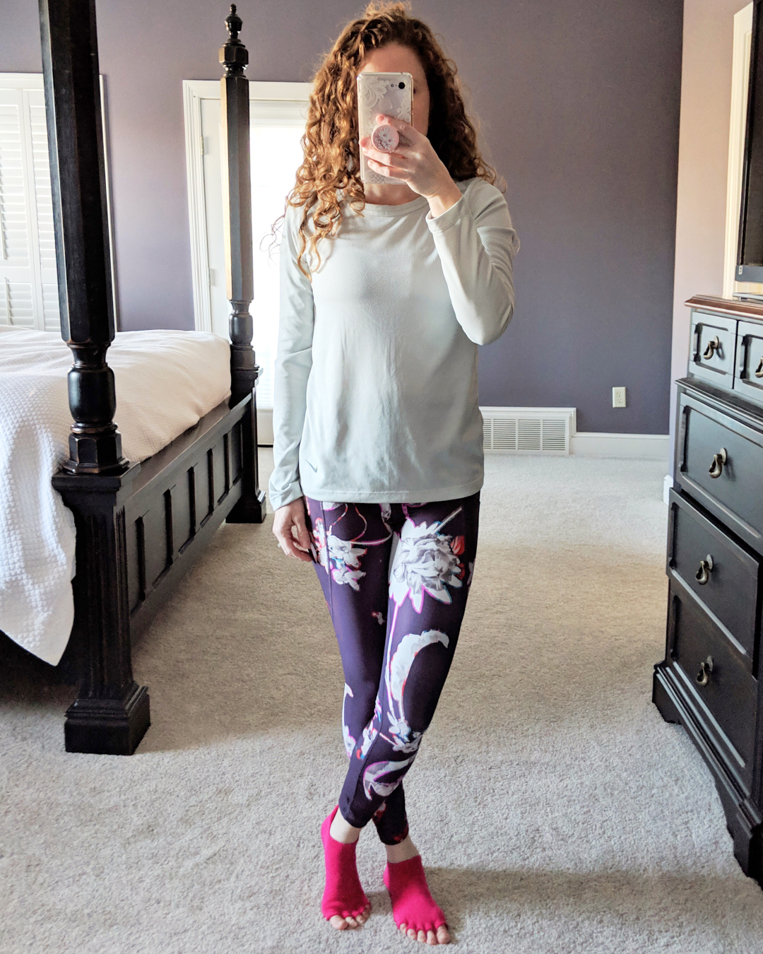 Mirror shot of Jamie in floral powervita leggings and nike top with pink toesox