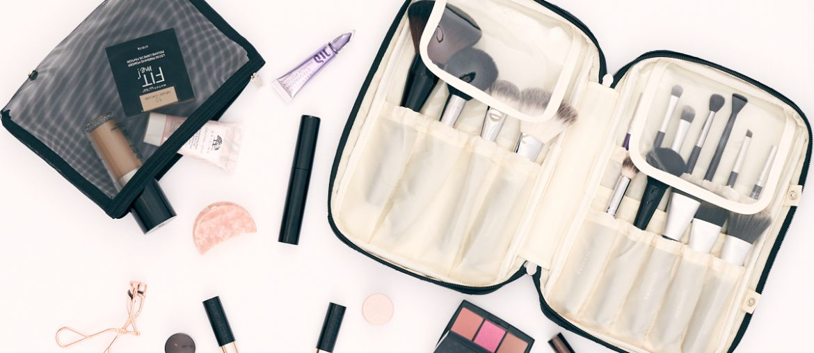Ellis James Designs New Makeup Brush Bag
